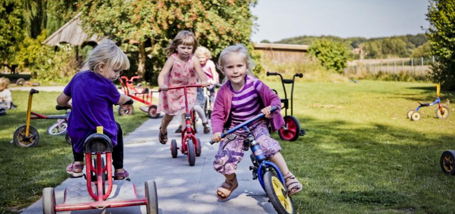 Børnehavebørn i leg