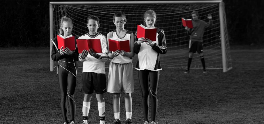 Fodboldbørn med bøger