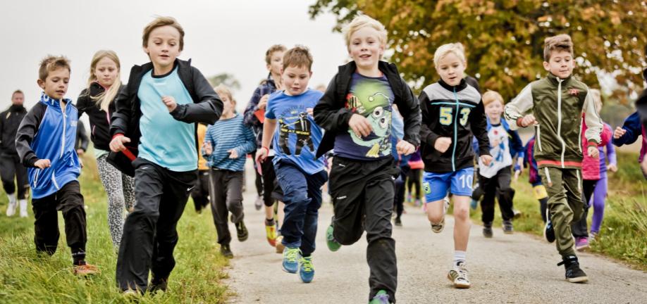 Løbende skolebørn