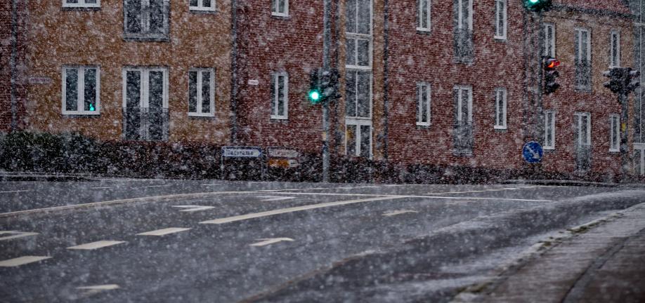 Sne, is, vand og frost giver huller i vejen