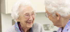 Foto af glade ældre